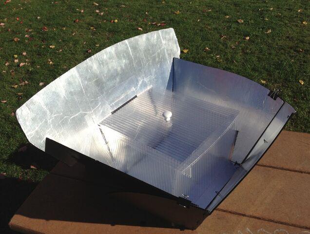 File:Panel-Box Cooker, overhead sun, 11-17-12.jpg