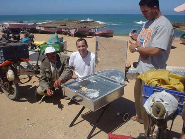 File:Vendors selling fish in Morocco.jpg
