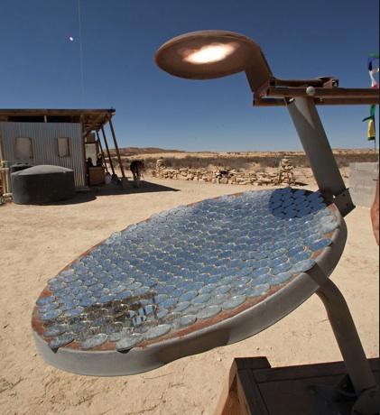 File:John Wells parabolic cooker 3-11.jpg