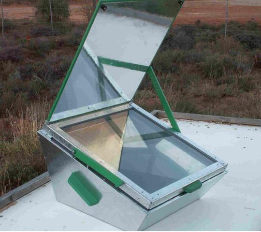 File:LAZOLA 2 solar box cooker, 6-19-17.png