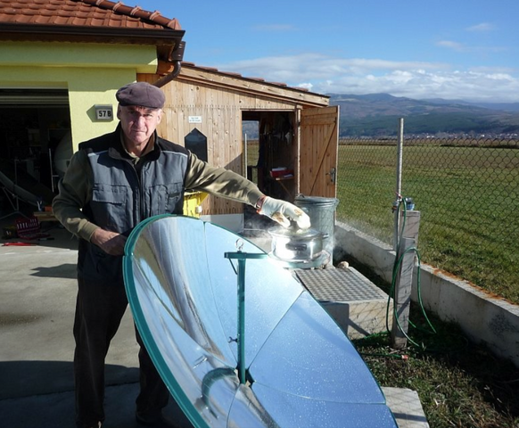 File:Holger Sauer demo in Bulgaria, 11-30-15.png