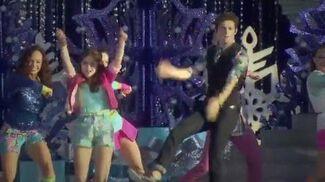 """Soy Luna - Karol y Ruggero cantan """"Alas"""" en Magic Kingdom ♫♪"""