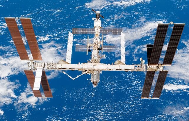 File:ISS after STS-118 in August 2007.jpg