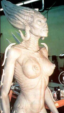 File:Giger-Sil sculpture5.jpg