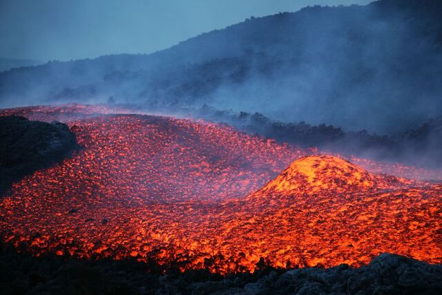 File:Lava Flow.jpg