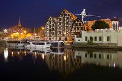 File:RealWorld Bydgoszcz Granary (Night).jpg