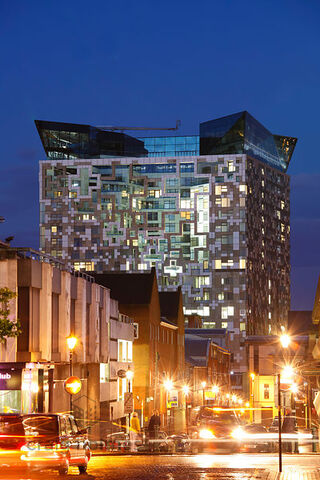 File:RealWorld The Cube (Night).jpg