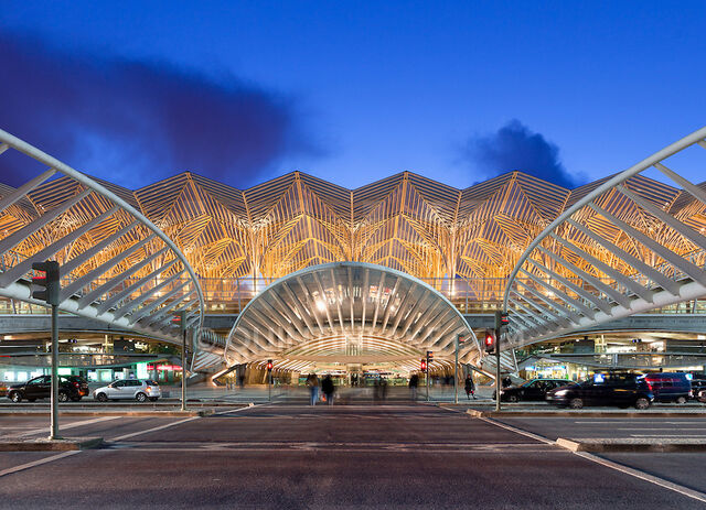 File:Oriente-Station-Lisbon-.jpg