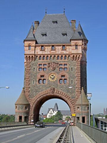 File:RealWorld Nibelungen Gate.jpg