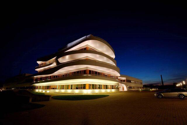 File:RealWorld Osnabrück Business Center (Night).jpg