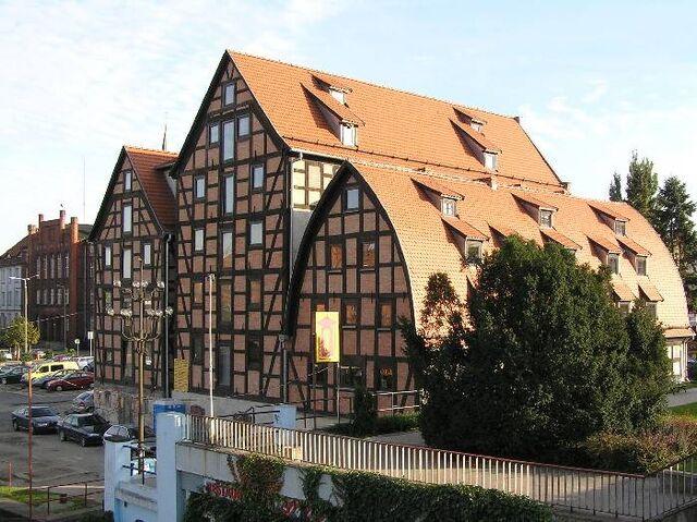 File:RealWorld Bydgoszcz Granary.jpg
