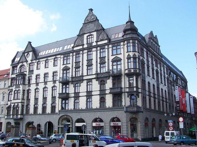 File:RealWorld Hotel Monopol.jpg