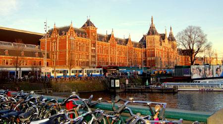 File:Amsterdam Centraal railway station.jpg
