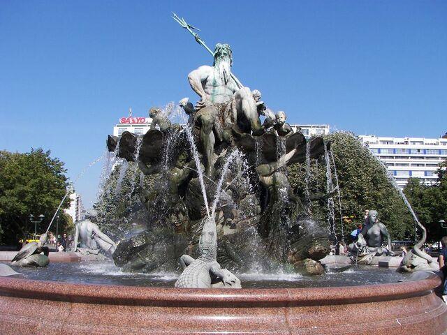 File:RealWorld Berlin Fountain.jpg