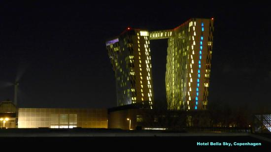 File:RealWorld Hotel for Championship Attendees (Night).jpg