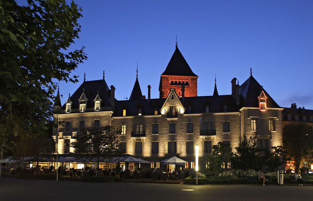 File:RealWorld Chateau d'Ouchy (Night).jpg