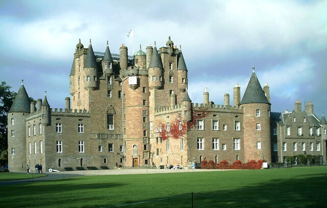 File:RealWorld Glamis Castle.jpg
