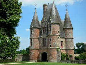 File:RealWorld Chateau de Carrouges.jpg