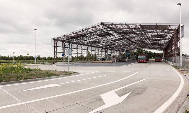 File:Bus Terminal Schiphol.jpg