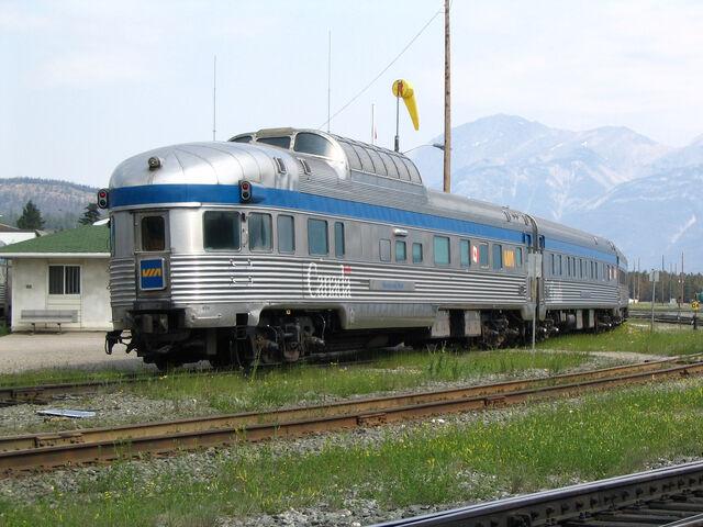 File:RealWorld Canada Locomotive Arch.jpg