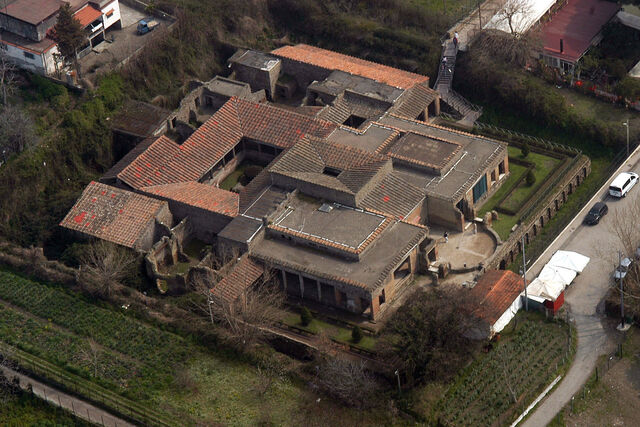 File:RealWorld Villa of the Mysteries.jpg