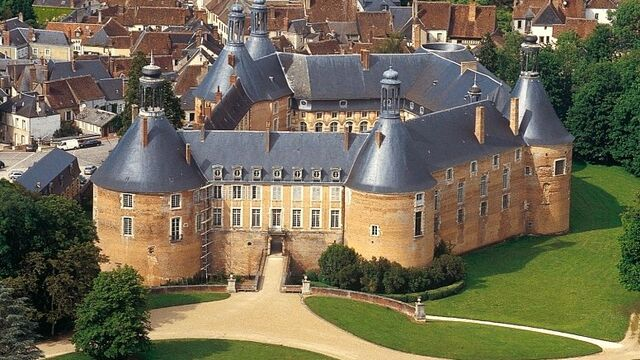 File:RealWorld Saint-Fargeau Castle.jpg