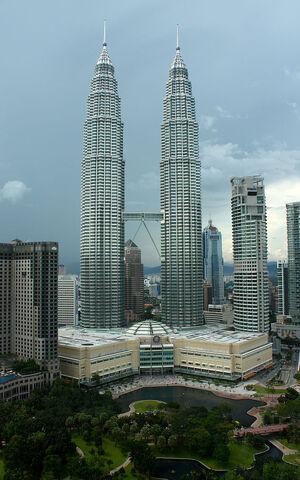 File:RealWorld Petronas Towers.jpg