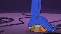 S2E1 Pillbugs slide under Glossaryck's feet