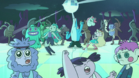 S2E33 Bounce Lounge dance floor bumping with activity
