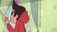 S2E5 Marco bumps into Star's mirror