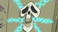 S2E25 Skull-shaped lock on Eclipsa's chapter