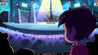 S2E39 Marco sees Star at the front of the crowd