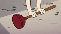 S2E7 Star Butterfly picks up a plunger