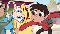 S1E11 Marco grabs Star