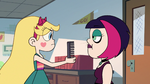 S2E16 Star Butterfly giving comb to Ingrid