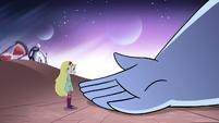 S2E32 Omnitraxus invites Star onto his hand