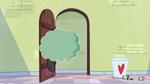 S2E8 Cloudy bumps into Star's bedroom door
