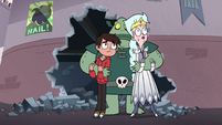 S3E7 Buff Frog picks up Marco and Queen Moon