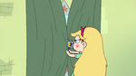 S2E23 Star Butterfly closing her mirror curtains