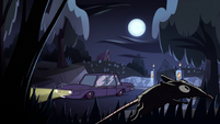 S2E27 Janna's mother's car pulls up to cemetery