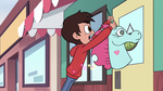 S2E24 Marco Diaz holds Pony Head back by her horn