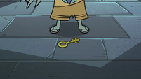 S3E6 King Ludo standing over the dungeon key
