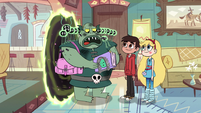 S2E11 Buff Frog thanking Star and Marco