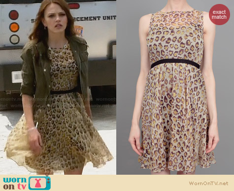 File:Gryphon-leopard-print-flare-dress-aimee-teegarden-star-crossed.jpg