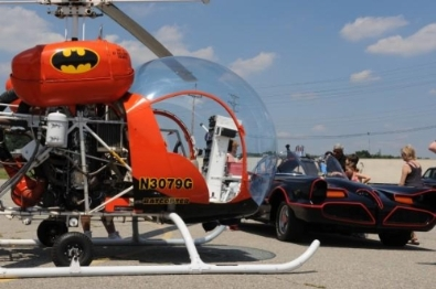 File:Batcopter with Batmobile.jpg
