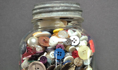 File:Collection-of-buttons-in--008.jpg
