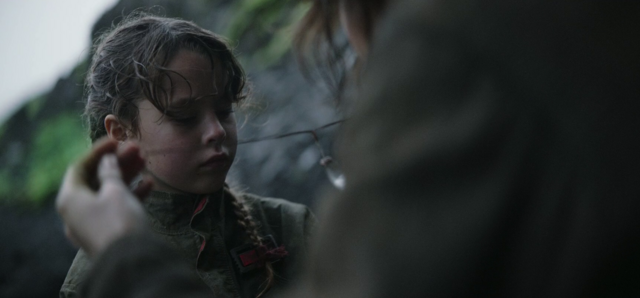 File:Jyn given a kyber.png