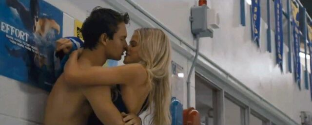 File:Alex-russell-kissing-shirtless-in-carrie-movie-2013-1024x411zre.jpg