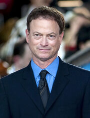 459px-Gary Sinise 2011 (cropped)