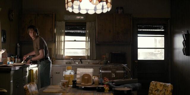 File:ST 1x01 Byers Kitchen.jpg